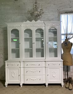 Painted Cottage Prairie Chic One of a Kind Vintage China Display Cabinet CC2006 Painted Cottage, Shabby Cottage, Cottage Chic, China Cabinet Display, French Provincial Dresser, Glass Knobs, Paris Apartments, Vintage China, Wood Construction