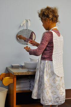 Montessori washing hands and nails. Remo, Maria Montessori, Practical Life, Hand Washing, Preschool Activities, Education, Learning, Children, Blog