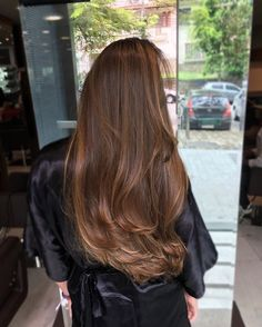Para seeing that cacheadas electronic crespas, dormir sem desmanchar the cachos parece até um Brown Hair Balayage, Brown Blonde Hair, Brunette Hair, Hair Highlights, Brunnete Hair Color, Brown Hair Colors, Caramel Hair, Gorgeous Hair, Hair Looks