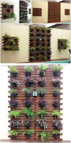 Ideas diy garden wall decor planters for 2019 Patio Wall Decor, Pallet Wall Decor, House Plants Decor, Diy Garden Decor, Plant Decor, Wall Decorations, Pallet Wood, Diy Balkon, Vertical Planter