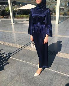 Diamond abaya 💎 www.feyzaofficial… Diamond abaya off www.feyzaofficial … too through Modern Hijab Fashion, Arab Fashion, Islamic Fashion, Muslim Fashion, Fashion Wear, Fashion Outfits, Hijab Evening Dress, Hijab Dress Party, Hijab Style Dress
