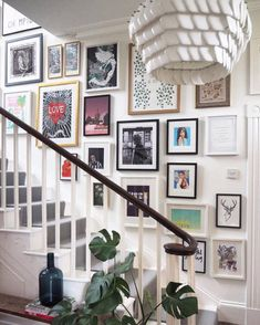 Stairway gallery wall - how to display art in your house - Leah E. Moss Designs gallery wall Room-by-room: how to display art in your house - Leah E. Stairway Photos, Stairway Art, Gallery Wall Staircase, Hallway Pictures, Staircase Wall Decor, Hallway Art, Stair Gallery, Stairway Decorating, Stairway Photo Gallery