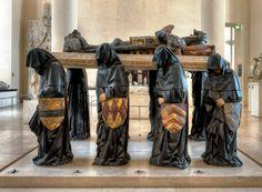 Monumento funerário de Philippe Pot (1428–1493), executado entre 1480-1483 – o original encontra-se no Louvre / Philippe foi um grande diplomata, cavaleiro do Tosão de Ouro e Grande Senescal da Borgonha / Por Claude ROZIER - Flickr