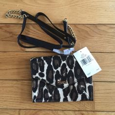 💯% Authentic Kate spade crossbody/clutch New with tag. 💯%Authentic Kate Spade! Can be worn as crossbody or clutch! Pet and smoke free home! Price firm! kate spade Bags Crossbody Bags