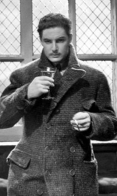 """Remembering Robert Donat on his birthday (18 March 1905 -9 June 1958). He won the Best Actor Oscar for Goodbye, Mr Chips, 1939. He is seen here in a screencap from The 39 Steps (Alfred Hitchcock, 1935) """"His tragedy was that the promise of his early years was never fulfilled and that he was haunted by agonies of doubt and disappointment"""" - David Shipman"""