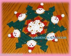 This Pin was discovered by Sol Crochet Santa, Christmas Crochet Patterns, Crochet Christmas Ornaments, Holiday Crochet, Christmas Knitting, Crochet Dollies, Crochet Quilt, Crochet Home, Thread Crochet