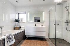 Freistehende badewanne raffinierten look  Freistehende Badewanne verleiht dem Badezimmer raffinierten Look ...