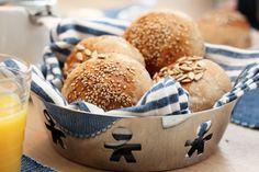 Kaldhevede 4-korns rundstykker Biscuit Recipe, Bread Rolls, Korn, Bread Baking, Bagel, Scones, Gluten Free Recipes, Biscuits, Vegetarian