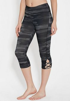 patterned capri legging with openwork | maurices
