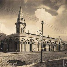 Imagem raríssima do mercado de ferro do Ver-o-peso. CIRCA 1910 - Instituto Moreira Sales Gostou? Curta aqui! www.nostalgiabelem.com #nostalgiabelem