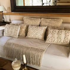 Que lindos quedan estos almohadones en macramé combinados con otras texturas ...Me tiraría en él a descansar, pero es lunes y esto recién…