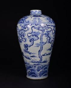 A BLUE AND WHITE MEIPING. The vase is gourd-shaped and exterior is decorate with many villagers surrounded by crashing waves. Overall hase a blue and white color tone. 15 in. tall. Ming Dynasty
