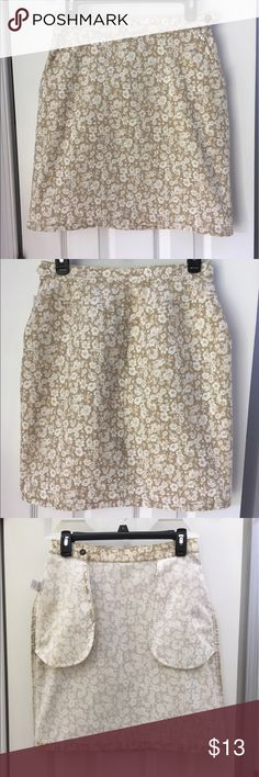"""🐌 Liz Claiborne 'Liz Wear' Skirt - Size 8 🐌 🐌 Liz Claiborne 'Liz Wear' Skirt - Size 8 - Beige/Cream Floral 100% Cotton Skirt - This skirt is so adorable and so easy to wear, wear it with a jean jacket, cardigan, etc.  The skirt measures 20 1/2"""" from the top of the waist to the hemline.  The skirt is in excellent condition, washed, but never worn !! 🐌 Liz Claiborne Skirts Mini"""