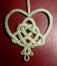 Tatting Pattern Calendar: February 24, 2006 - Celtic Knot Christmas Tree Heart by Ruth Perry
