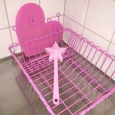 Washing dishes with ♡ for pink!