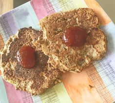 PANCAKES DE HARINA DE TRIGO  Parecen pepas gigantes no?  pero no lo son.  Necesitas: Huevos 1 harina de trigo 1/3 taza endulzante a gusto Escencia de vainilla (cdita) Leche (dos cucharas soperas)  procesar todos los ingredientes y colocar en una sarten previamente engrasada! Cocinar vuelta y vuelta   #health #healthy #healthly #fitlife #healthychoices #eatclean #paleo #paleodiet #paleobreakfast #pancakes by myhealthlymeals