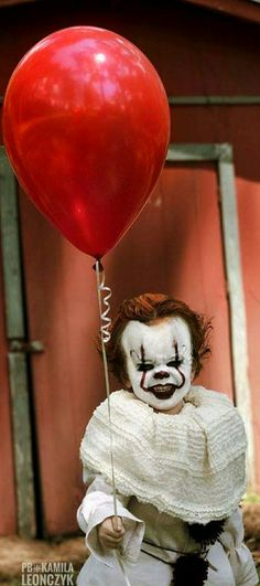 A tiny terror: Three-year-old boy is transformed into creepy clown Pennywise for a terrifying photo shoot that is sure to give you nightmares #Pennywise#clown#It#costume