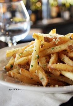 Fries with seasoned ranch.
