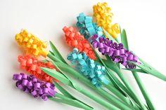 Tyto papírové hyacint květiny jsou jednoduché dát dohromady a udělat nádherné kytice DIY!  Taková legrace pružina řemeslo nápad!