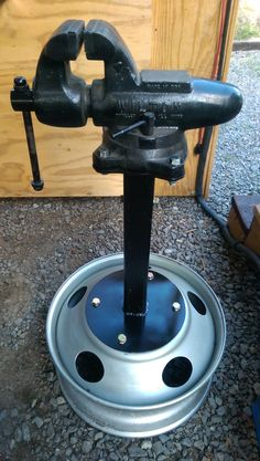 Vice Stand, Tractor trailer wheel, ten dollars of scrap steel, vice is mounted on a trailer receiver hitch so it can be removed. Garage Tool Storage, Garage Tools, Diy Garage, Garage Workshop, Garage Plans, Barn Plans, Diy Welding, Metal Welding, Metal Projects
