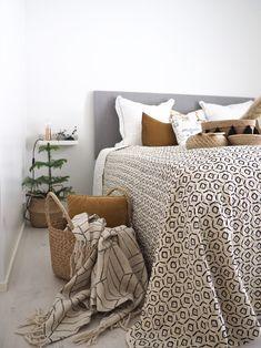 Makuuhuoneen uusi kaunis päiväpeite - Hurmaavan valkeaa Scandinavian Home, Blanket, Bed, Stream Bed, Blankets, Beds, Cover, Comforters, Bedding