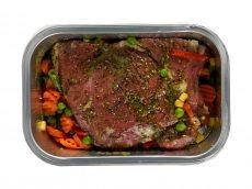 Lamsbout met groene pestomarinade. In de oven zetten en jij kunt lekker terug naar je gasten! - Hoogvliet websuper