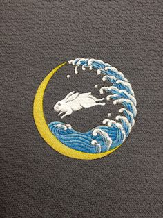 Kamon 家紋 Rabbit in the moon like this without the rabbit and in black & white or with a white moon Japanese Prints, Japanese Design, Illustrations, Illustration Art, Japanese Family Crest, Somebunny Loves You, Rabbit Art, Bunny Art, Japan Art