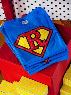 {Budget Friendly} Comic Book Style Super Hero Party from @Anders Ruff Custom Designs featured on @Hostess with the Mostess t-shirt transfers from OnlineLabels.com