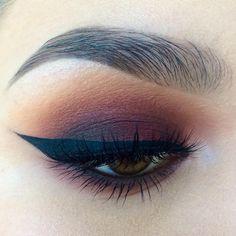 """Smoky black cherry shadows.  @makeupgeekcosmetics bitten, @katvondbeauty Mi Vida Loca Palette, @stilacosmetics Smudge Stick in damsel,…"" Pretty Makeup, Love Makeup, Makeup Inspo, Makeup Ideas, Makeup Kit, Sleek Makeup, Makeup Style, Makeup Geek, Simple Makeup"