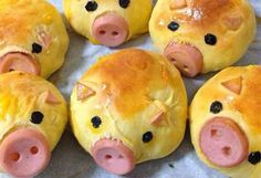 Pig sausage bread (Baking With Kids) Cute Food, Good Food, Yummy Food, Sausage Bread, Homemade Buns, Snacks Für Party, Party Appetizers, Appetizer Recipes, Party Fingerfood