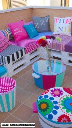 Pallets Old DIY seating from old pallets and crates Pallet Furniture, Garden Furniture, Furniture Ideas, Girls Furniture, Outdoor Furniture, Old Pallets, Balcony Design, Diy Patio, Bunt