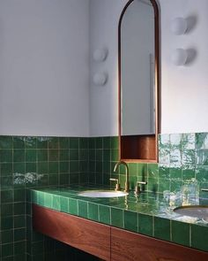 Green handmade tiles & timber in this charming Bondi Art Deco home. Green handmade tiles & timber in this charming Bondi Art Deco home. Former Glory Inc. A great way to infuse ArtArt Deco tiles Handmade tStarburst Interiores Art Deco, Interior Design Awards, Decor Interior Design, Interior Decorating, Color Interior, Decorating Ideas, Art Deco Bathroom, Bathroom Interior, Bathroom Green