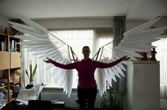 Complete cosplay tutorial to craft articulated angel wings from wood and foam.