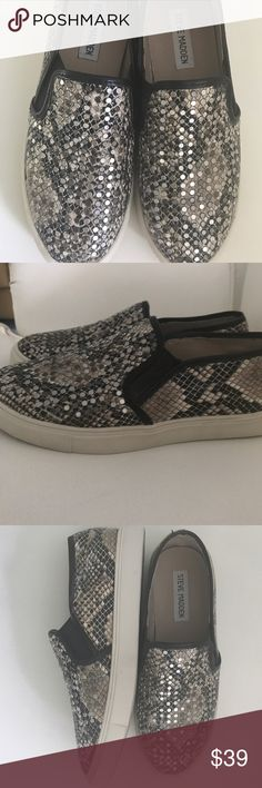 ❤STEVE MADDEN STUDDED SNAKESKIN SHOES❤ Steve Madden Snakeskin w/ Silver Studs. Perfect for your Saturday on the run! Love these. Good Worn condition😊 Steve Madden Shoes Flats & Loafers