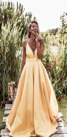 044d5ff9b3f 2019 Light Pastel Yellow Sexy Spaghetti Straps V-neck Long Empire Prom  Dresses