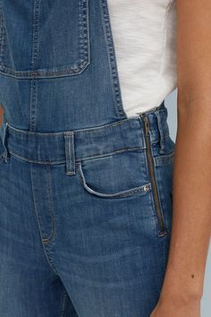 Bib overalls in stretch denim. Adjustable suspenders with metal buckles. Two-part bib pocket, front pockets, and back pockets. Midi Flare Skirt, Denim Overalls, Metal Buckles, Suspenders, Stretch Denim, Blue Denim, Legs, Casual, Clothes