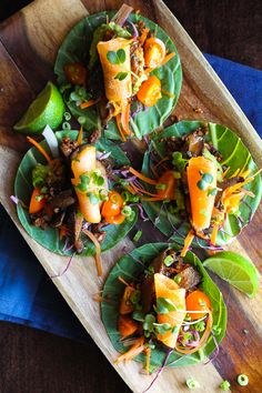 Raw vegan Korean BBQ tacos in a collard shell with kimchee and marinated mushrooms. Raw Vegan Recipes, Vegan Foods, Vegan Vegetarian, Vegetarian Recipes, Healthy Recipes, Korean Bbq Tacos, Clean Eating, Healthy Eating, Asian Recipes