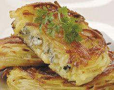 Croustillant de pomme de terre au bleu d'Auvergne/ Ingrédients : 600 g de Pomme de Terre Charlotte, 1 CS d'huile, 150 g de Bresse Bleu, 1 pincée de sel, 1 pincée de muscade