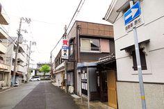 2016年4月21日(木)こんにちは。今日は朝一番で神戸までドライブ。「一般社団法人 全国質屋ブランド品協会」のブロック会議に出席してから出勤しました。白塗りの壁に瓦屋根の質蔵が目印の「荒木質店(兵庫質庫)」さんが会議場。神戸を中心に音楽活動。神戸大学病院前にある楽器に滅法強い質屋さんです。悪天候もあり、メンバー少なかったのですが、しっかりと勉強して帰ってきました。そんな雨降る道中、いくつか事故を見かけました。運転の皆様、どうぞご安全に。 ◆全国質屋ブランド品協会 http://www.atf.gr.jp/  それでは、今日も皆様にとって良い1日になりますように☆ 【加古川・藤井質店】http://www.pawn-fujii.jp/