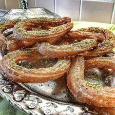 HALKA TATLISI Herkeste ayrı hatırası olan bu tatlıyı siz nereden hatırlıyorsunuz? Pişiren komşularınızdan hemen sipariş verebilirsiniz.  www.isterpisiristerye.com  Tarife bakın hemen yapın internetten satın.  https://www.isterpisiristerye.com/tarif-398-halka-tatlisi  #isterpişiristerye #tatlı #diyet #komşu #anne #evyemeği #mutfak #mutfakgram #yemek #yemekrium #yemektakip #yemektarifleri #yemekgram #tarif Hemen kayıt ol! İster pişir para kazan ister ye zaman kazan!