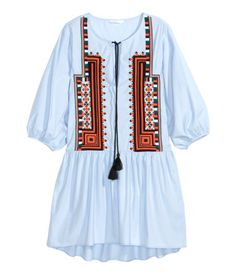 Short, wide-cut dress in airy cotton poplin. Ties at top, embroidery at front, 3/4-length sleeves with elasticized cuffs, and gathered seam at hips. Slightly longer at back.