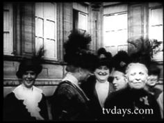 This lovely black and white video described clearly the life , the fashion , the people in paris in 1900 .