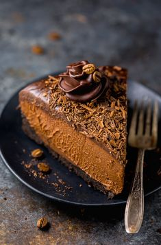 easy and delicious recipe for No-Bake Espresso Chocolate Cheesecake! So rich and creamy. it's hard to stop at one slice.An easy and delicious recipe for No-Bake Espresso Chocolate Cheesecake! So rich and creamy. it's hard to stop at one slice. No Bake Desserts, Just Desserts, Delicious Desserts, Dessert Recipes, Yummy Food, Baking Desserts, Health Desserts, Recipes Dinner, Chocolate Cheesecake Recipes