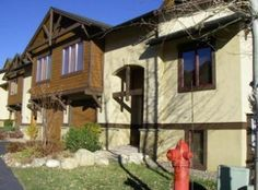 Steamboat Springs, CO: Waterstone Lane is located on the mountain less than 1/4 mile from the Gondola. Enjoy the evening in the great room with large gourmet kitchens that a...