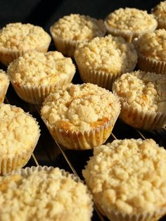 Rebarborové muffiny s drobenkou