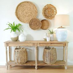 When it comes to the I like alternating the style from time to time On this occasion I used my collection of to make a display on the wall With commandbrand wall velcro I was able to achieve this look On the big basket at the right I used a small nail Boho Living Room, Home And Living, Living Room Decor, Bedroom Decor, Basket Decoration, Baskets On Wall, Decorative Wall Baskets, Entryway Decor, Foyer