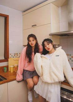 """MAX (Cho Miyeon) on Twitter: """"Uhm.... maknaes why are you 🥺😍… """" Two Girls, Cute Girls, Cool Girl, Shu Qi, Korean Best Friends, Bff Pictures, Soyeon, Friend Photos, Kpop Girl Groups"""