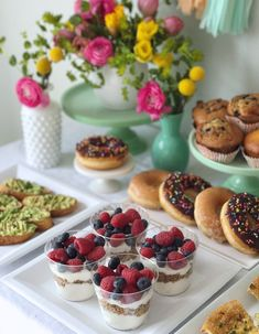 Mothers Day Brunch Ideas Discover Small-Plates Style Brunch in Under 30 Minutes. - DomestikatedLife Small-Plates Style Brunch in Under 30 Minutes. Brunch Decor, Brunch Buffet, Breakfast Buffet, Brunch Food, Brunch Bar Ideas, Dinner Ideas, Brunch Menu, Mothers Day Dinner, Mothers Day Breakfast