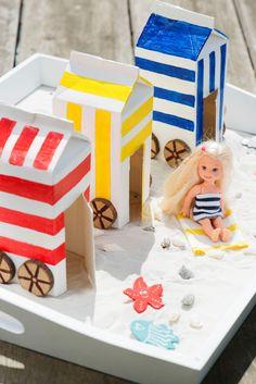 Kleurrijke strandhuisjes en leuke souvenirdoosjes: met deze leuke knutselideeën haal je meteen de zomer in huis! Summer Crafts For Kids, Summer Kids, Projects For Kids, Diy For Kids, Preschool Crafts, Kids Crafts, Diy Crafts Love, Kids Play Table, Art Lessons Elementary