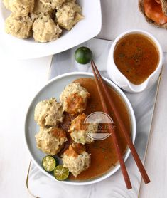 Siomay Keriting - Fish and Chicken Dumplings Indonesian Desserts, Indonesian Food, Cokies Recipes, Tasty Chocolate Cake, Cooking Cake, Food Tasting, Healthy Salad Recipes, Food Presentation, Asian Recipes
